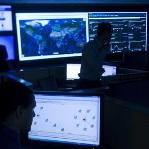 Ora gli hacker passano dai post sui social: spear phishing, crescono gli attacchi