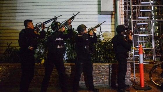 """Uomo armato, panico nel resort a Manila: almeno 36 vittime. Polizia: """"Morti asfissiati, non è terrorismo"""""""