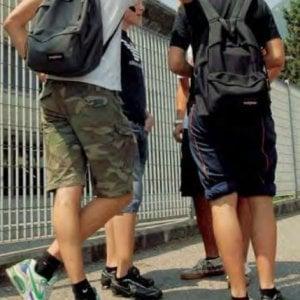 """""""A scuola niente bermuda e gonne corte"""". E in Veneto gli studenti rischiano la bocciatura"""