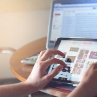 Aumento di battito e pressione: i cambiamenti fisiologi dell'abuso di internet