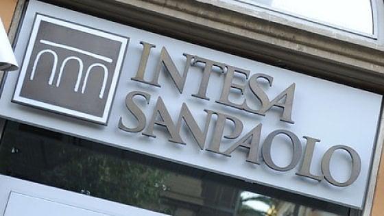 Intesa Sanpaolo alza i costi dei conti correnti. Rincari fino a 120 euro l'anno