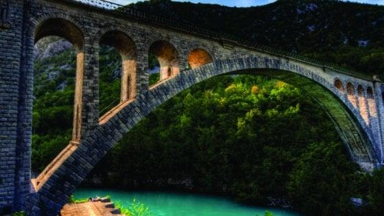 Transalpina, a spasso sul treno storico tra le montagne slovene