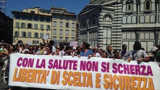 """L'Italia del """"free vax"""" in piazza: da Cagliari a Torino si manifesta per chiedere libertà di scelta"""