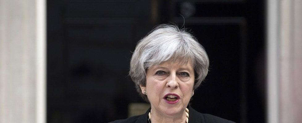 "Terrore a Londra, sette i morti. May: ""Ora è troppo"". Raid a Barking, fermate 12 persone"
