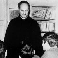 """La ministra Fedeli """"consegna"""" a tutte le scuole italiane la lettura di don Milani"""