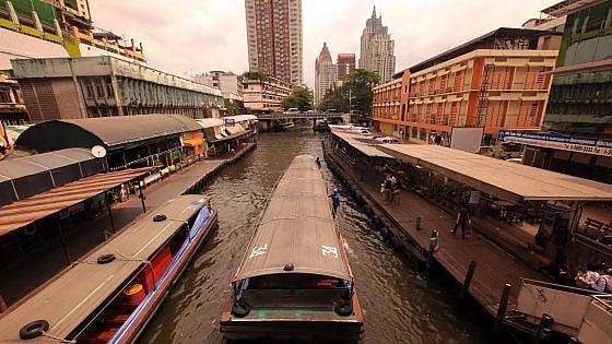 A Bangkok, sul canale dove tutto scorre. Tranne il tempo