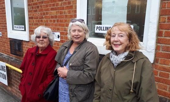 """Nel seggio di Barking, il """"quartiere peggiore d'Inghilterra"""" dove incubava l'odio dei terroristi"""