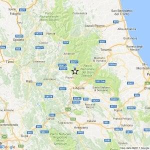 Terremoto, L'Aquila torna a tremare: scossa del 3,9, la gente scende in strada