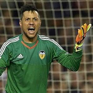 """Napoli, spunta l'ipotesi Diego Alves in porta. """"Ma soltanto se va via Pepe Reina"""""""