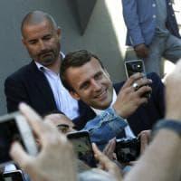 Elezioni in Francia, il partito di Macron verso maggioranza record. Più di De Gaulle. Seggi sorvegliati speciali