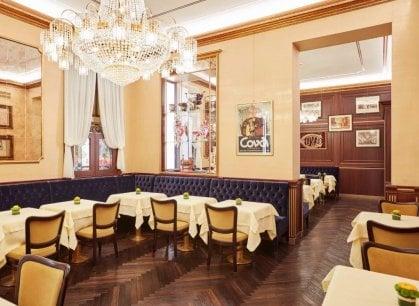 Milano: la pasticceria Cova compie 200 anni e si rifà il look