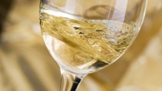 Il vino bianco deve essere giovanissimo  Un falso mito da sfatare (e  qualche consiglio) d1ac245d9cb