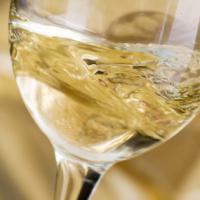 Il vino bianco deve essere giovanissimo? Un falso mito da sfatare (e qualche consiglio)