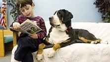Leggere ad alta voce ai cani aiuta i bambini ad amare i libri