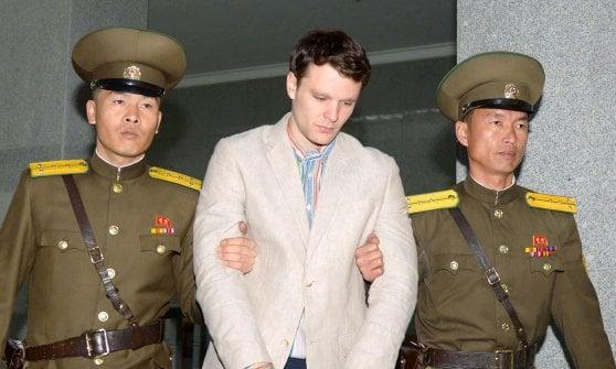"""Corea del Nord libera studente Usa: """"Ma è in coma"""". L'annuncio durante la """"missione"""" di Dennis Rodman"""