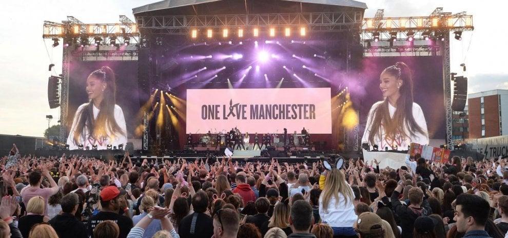 """Ariana Grande, per Manchester è cittadina onoraria: """"Contro l'odio, amore e coraggio"""""""