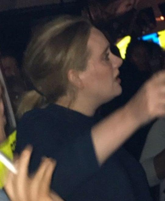Incendio Londra, la cantante Adele è accorsa alla Grenfell Tower dopo il rogo