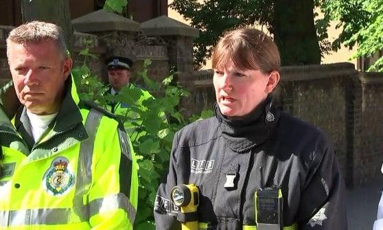 """Londra, si salva dall'incendio e il giorno dopo va a scuola: """"Avevo un esame. La scienza è il mio sogno"""""""