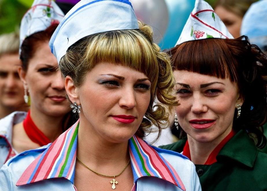 Russia, la sfilata di moda nel cortile del carcere femminile