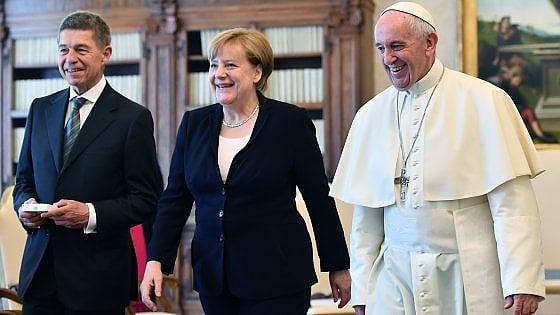 "Merkel in udienza dal Papa: ""Sintonia su necessità di abbattere muri"""