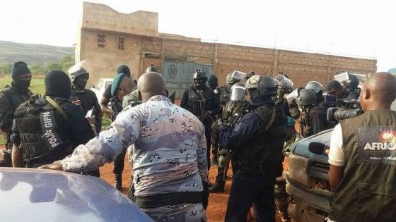 Mali, attacco contro resort a Bamako frequentato da occidentali: almeno due vittime. Uccisi quattro assalitori