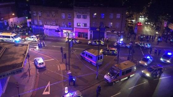 Londra, veicolo sulla folla a Finsbury Park: un morto. Arrestato 47enne
