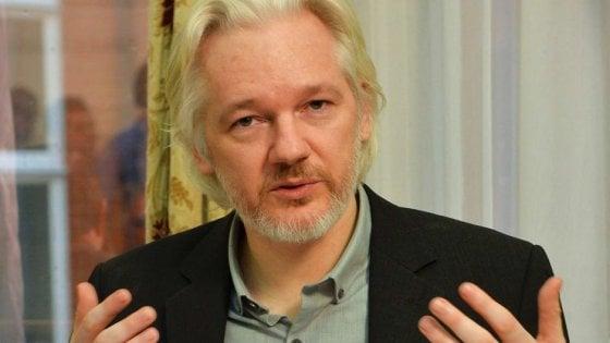 I 5 anni da recluso di Julian Assange: dal 2012 nell'ambasciata dell'Ecuador a Londra
