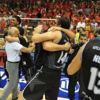 Basket, A2: la Virtus Bologna passa anche a Trieste e festeggia il ritorno in serie A