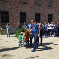 U21, Italia ad Auschwitz: deposta corona di fiori