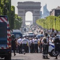 """Champs Elysées, fonti vicine alle indagini: """"L'attentatore prestò giuramento all'Isis"""""""