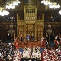 Queen's speech, il bagno di umiltà della May. Ma la Brexit rimane la priorità