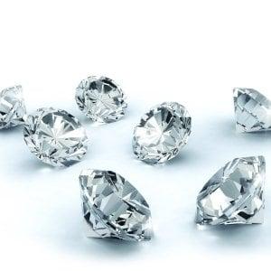 Compravendite di diamanti, perquisite cinque banche