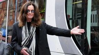 Ozzy Osbourne, un tram per lui a Birmingham, lui 'chiama' gli stop