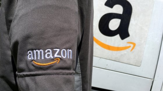 """Amazon porta il negozio in casa: """"Prime Wardrobe"""" per provare l'abbigliamento prima dell'acquisto"""