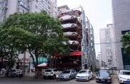 Cina, in mezzo ai palazzi spunta il parcheggio verticale