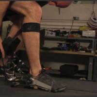 Un esoscheletro per salvare l'energia del corpo: dalle caviglie si recupera