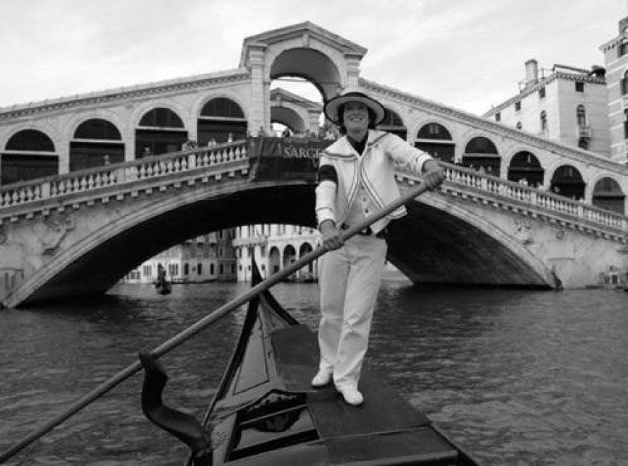 Venezia, la nuova sfida di Alex: la prima donna gondoliere diventa uomo