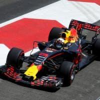 F1, Gp Baku: la Red Bull domina le prime libere. Bene Ferrari: Vettel è terzo