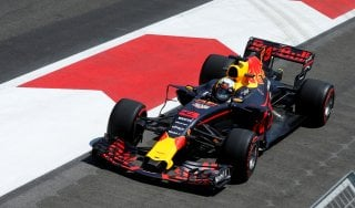 F1, Gp Azerbaigian: Verstappen domina le libere. Kimi quarto, poi Vettel