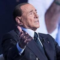 """Berlusconi torna alle battute: """"Trump? Mi piace molto Melania"""""""