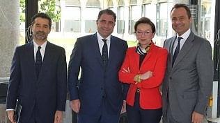 Rodolfo, Marco ed Edoardo De Benedetti  con l'ad del Gruppo Gedi Monica Mondardini