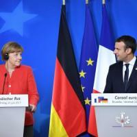 """Migranti, il mea culpa di Macron e Merkel: """"Non abbiamo fatto abbastanza per Italia e..."""