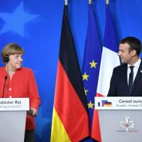 Migranti, il mea culpa di Macron e Merkel: