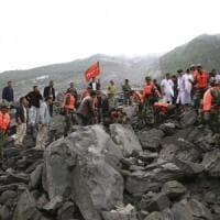 Cina, frana travolge 40 case: restano sepolte almeno 140 persone
