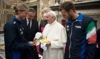 Gli azzurri dal Papa in dono costumi e cuffia