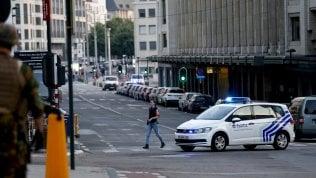Auto forza controllo, polizia sparaa posto di blocco Molenbeek