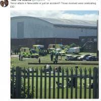 """Newcastle, auto investe i fedeli musulmani: la paura sui social poi la conferma: """"E' un incidente"""""""
