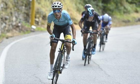 Ciclismo, Fabio Aru vince con la maglia di Scarponi: è il nuovo campione italiano