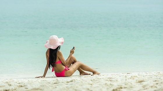 Il cybercrime non va in vacanza. Attenzione alle reti wi-fi aperte sotto l'ombrellone
