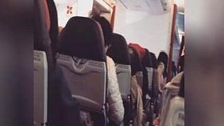 """Aereo vibra come una lavatrice.Pilota ai passeggeri: """"Pregate"""""""